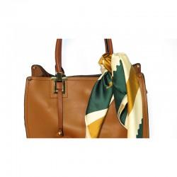 bolso polipiel con pompón incluido modelo Zaragoza color marrón
